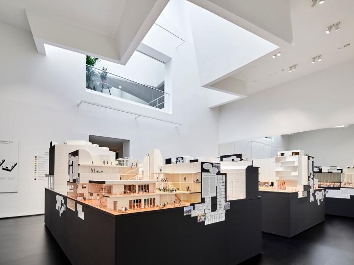 07 Ausstellungsansicht_Together! Die Neue Architektur der Gemeinschaft_Foto_Mark Niedermann.jpg